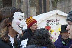 Besetzen Sie Exeter-Aktivist tragende Kerl Fawkes Schablone Lizenzfreies Stockbild