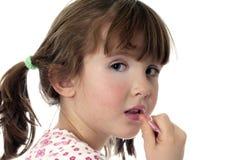 Besetzt, die Lippen oben polierend lizenzfreies stockbild