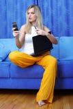 Besetzte Frau mit Laptop lizenzfreie stockfotografie
