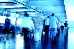 Besetzte Leute in blured Bewegung Lizenzfreies Stockfoto