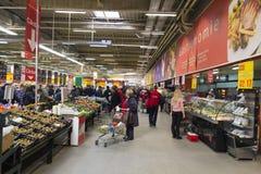 Besetzter Supermarkt Stockfoto