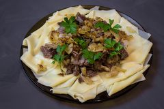 Beshbarmak, традиционное блюдо азиата казаха стоковые фото