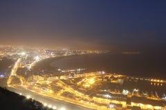 Besichtigt vom hohen Platz auf dem Licht der Großstadt Stockfoto