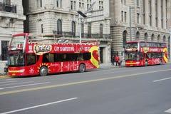 Besichtigungsbus in der Promenade Shanghai Lizenzfreies Stockbild