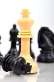 Besiegter schwarzer König stockfoto