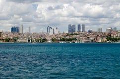 Besiktas Istanbul beskådade från Bosphorusen Arkivbilder