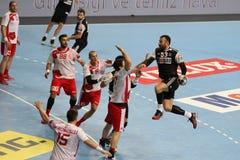 Besiktas MOGAZ HT och Dinamo Bucuresti handbollmatch Royaltyfri Bild