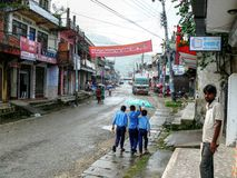 Besisahar en la lluvia, Nepal Imagenes de archivo