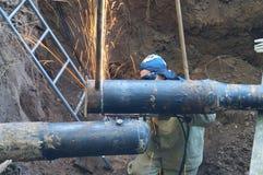 Beskära slutrör av gasklipp för stor diameter i gropen Royaltyfri Bild