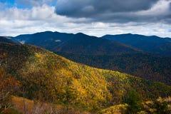 Den härliga hösten landskap Arkivbild