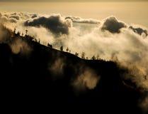 Ovannämnda moln för berg Royaltyfri Fotografi