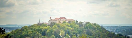 Beskåda av den gammala staden vektor för panorama för tecknad filmslottillustration Brno Tjeckien Royaltyfri Fotografi