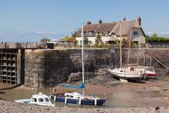 Beskåda av den Porlock weiren och hamnen i Devon UK Royaltyfri Bild