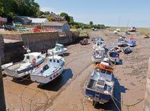 Beskåda av den Porlock weiren och hamnen i Devon UK Arkivfoton