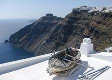 Beskåda av den Santorini ön Arkivbild