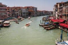 Beskåda av den storslagna kanalen Arkivbild
