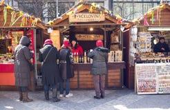 Gatan marknadsför i Prague royaltyfria bilder