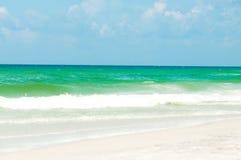 Beskåda av hav från stranden Royaltyfri Bild