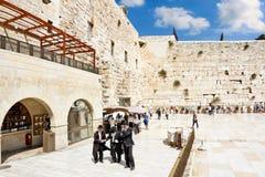 Beskåda av kvadrera framme av den västra väggen i Jerusalem Arkivbild