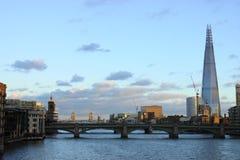 Beskåda av London med skyskrapaskärvan Royaltyfria Bilder