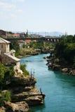 Beskåda av Mostar och floden Neretva Arkivfoton