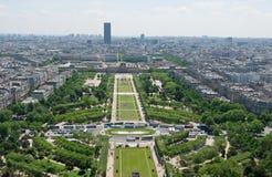 Beskåda av Park du Tugga ljudlig de fördärvar från Eiffelen står hög Arkivbild