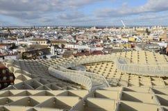 Beskåda av Seville från den Metropol ett slags solskydd Arkivbilder