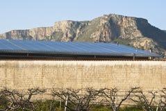 Solars paneler i berg Arkivbild