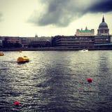 Beskåda av St Paul och Thamesen från Southbanken, London Royaltyfri Bild