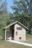 Den offentliga toaletten på allmänhet parkerar. Royaltyfri Fotografi