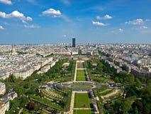 Beskåda av sätta in av fördärvar från Eiffelen står hög Fotografering för Bildbyråer