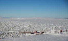 Beskåda från kullen för att skida semesterorten Arkivfoto
