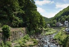 Beskåda längs floden Lyn på Lynmouth Royaltyfri Foto