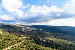 Beskåda landskapet av bergsområdet av övreGalilee Arkivfoto