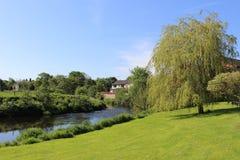 Beskåda ner floden Wyre i Garstang, Lancashire royaltyfria bilder