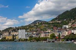 Beskåda på den Montreux kustlinjen från Geneva laken, Schweitz Arkivfoton