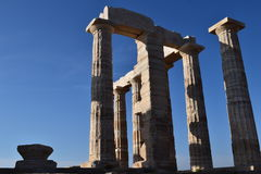 Beskåda på Sounion gammalgrekiskatemplet av Poseidon Royaltyfria Foton