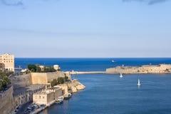 Beskåda till den storslagna hamnen av Valletta arkivbild