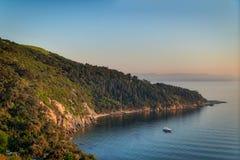 Beskåda uppifrån av berg av den Buyukada ön, det Marmara havet, Istanbul, Turkiet Royaltyfria Foton