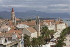 Beskåda uppifrån av den forntida staden av Trogir, Kroatien Arkivbilder