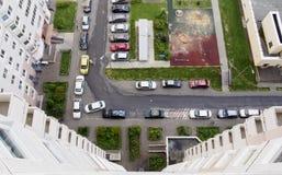 Beskåda uppifrån av gatan från envåning byggnad Royaltyfri Bild