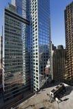 MidtownManhattan NYC skyskrapor och HVAC-Lufta-Hårbalsam Royaltyfri Bild