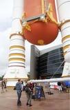 Besökare till Kennedy Space Center dagen av lanseringen av Orion Royaltyfri Fotografi
