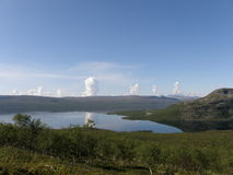 Beskåda av den arktiska Kilpisjarvi laken Arkivfoton
