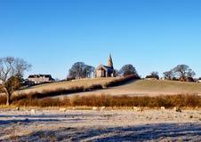 Helig Trinitykyrka Bardsea i en frostig morgon Arkivbild