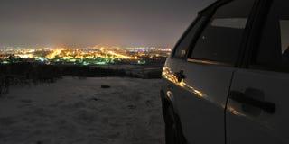 Beskåda staden på natten Royaltyfria Bilder