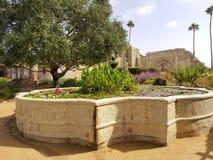 Beskickning San Juan Capistrano för vattenspringbrunn royaltyfria bilder