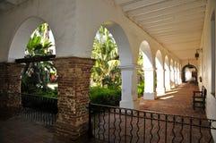 Beskickning San Luis Rey Courtyard arkivbilder