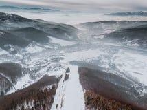 Beskid Zywiecki, Polen Moutains Beskidy/vintersnö arkivfoto