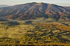 Beskids est en automne. Montagnes carpathiennes Photo stock